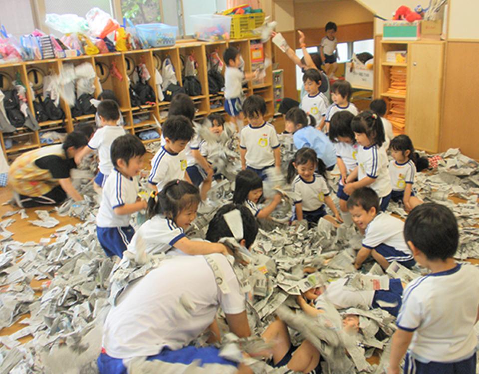 豆芸術家たちの造形活動